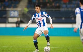 """Văn Hậu đá chính cho Heerenveen 4 phút, sao Việt thốt lên: """"Quá tuyệt vời!"""""""