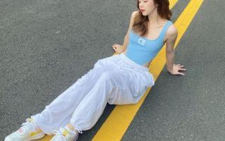 Street style: Dàn sao Việt lăngxê trang phục pastel xoa dịu ngày hè